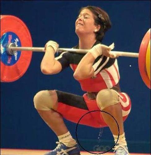 奥运女举比赛现场突然尿失禁 图