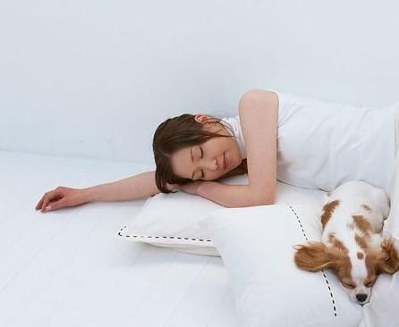左肺有病,适宜左侧睡;右肺有病,则宜右侧睡.-养生警惕 侧身睡图片