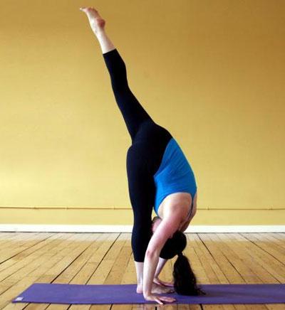 快速减肚子的四个瑜伽动作 图解