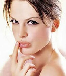 冬季嘴唇干裂该怎么办 嘴唇干裂日常饮食