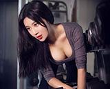 """跟北师大校花""""中国乳神""""学健身"""