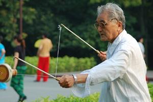 老人养生的三大原则及预防疾病的方法