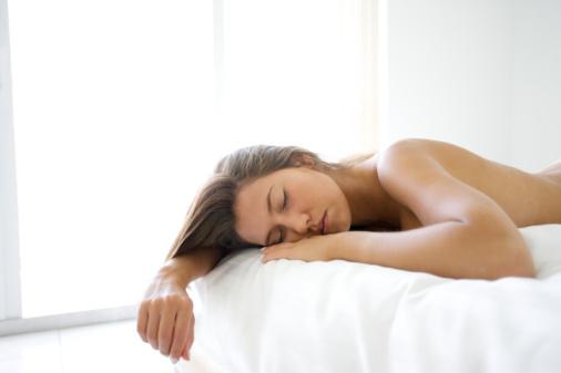 裸睡对性方面有10大好处