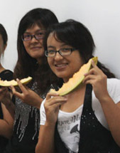 6朵金花吃哈密瓜